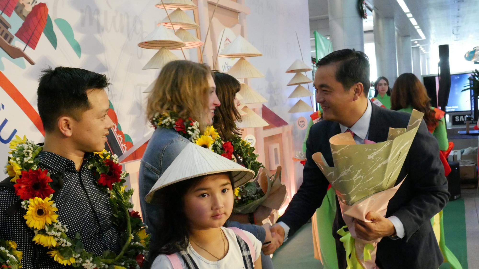 TP.HCM đón đoàn khách quốc tế đầu tiên trong ngày đầu năm mới 2020.
