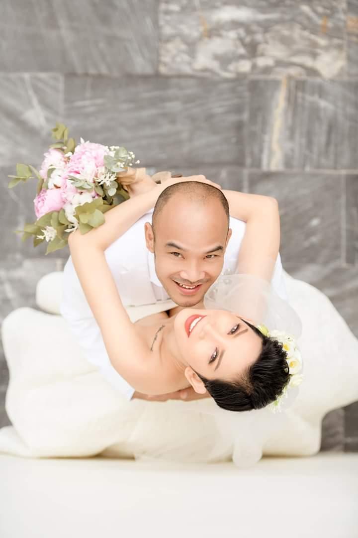 Liên hệ với quản lý Xuân Lan cho biết nữ siêu mẫu vừa hoàn tất các thủ tục về hôn lễ. Chú rể tên Nguyễn Ngọc Lâm, là Việt kiều Mỹ hoạt động trong lĩnh vực sản xuất phim ảnh nhưng không tiết lộ nhiều thông tin cụ thể.