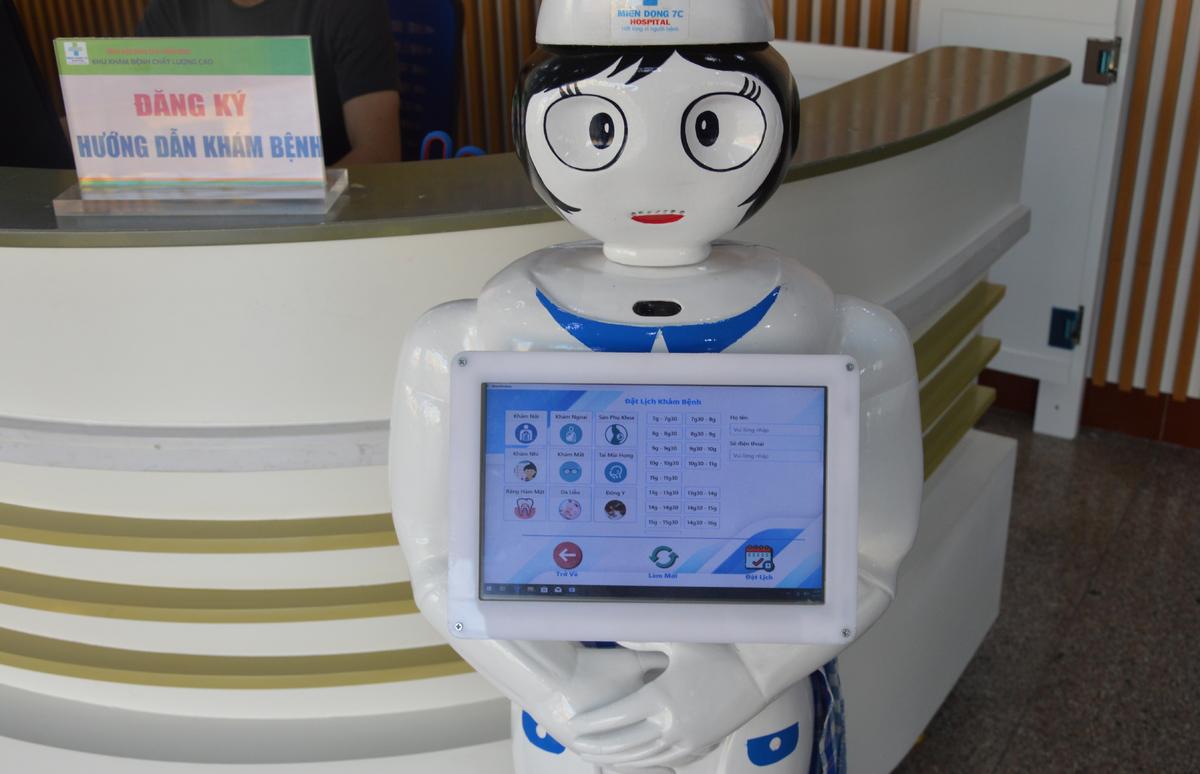 Bệnh viện đưa robot cô Tấm vào phục vụ đăng ký khám bệnh