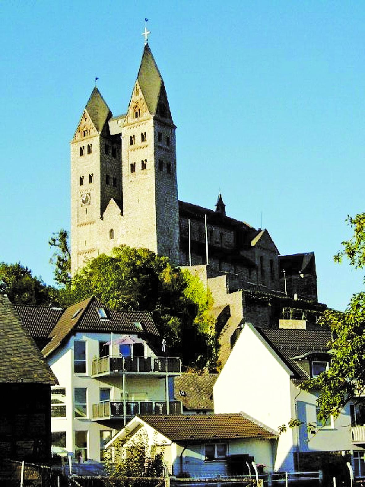 Limburg, như nhiều thành phố châu Âu, có hai gương mặt, gương mặt nào cũng in bóng lịch sử, vừa đáng tự hào, vừa đáng hổ thẹn và đau khổ