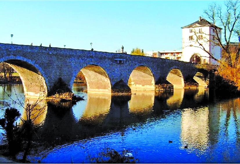 Cầu cổ bắc qua con đường tơ lụa một thời - sông Lahn