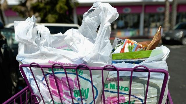 Thái Lan bắt đầu một thập kỷ cấm túi nhựa dùng một lần - Ảnh: Getty Images