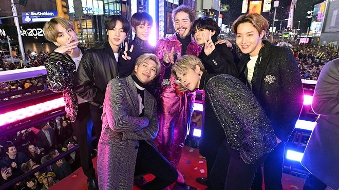 BTS trình diễn tại Quảng trường Thời đại, New York, Mỹ.