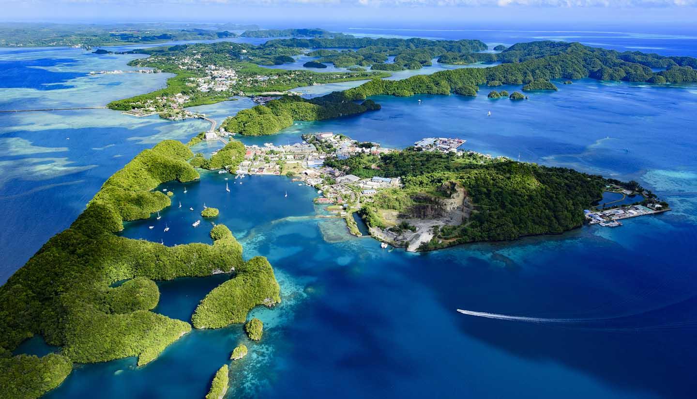 Những đảo đá của Palau được xem là thiên đường cho thợ lặn biển vì vẻ đẹp nguyên sơ cùng hệ sinh thái phong phú.