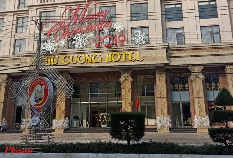 """Khách sạn này đã """"hạ"""" 3 cây xanh để lấy mặt tiền - ảnh: Thái Bình."""