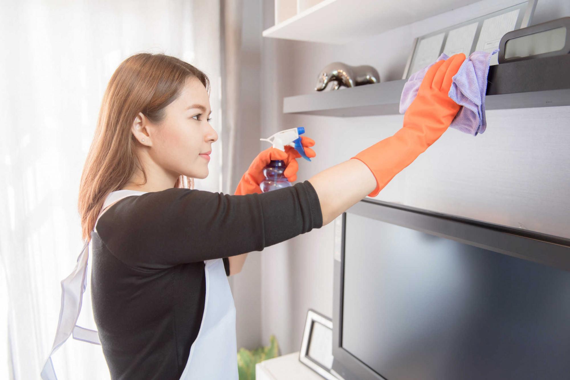 Thay vì giao việc cho con, gia đình tôi đã lựa chọn việc thuê dịch vụ vệ sinh dọn dẹp nhà cửa đón tết. Ảnh minh hoạ