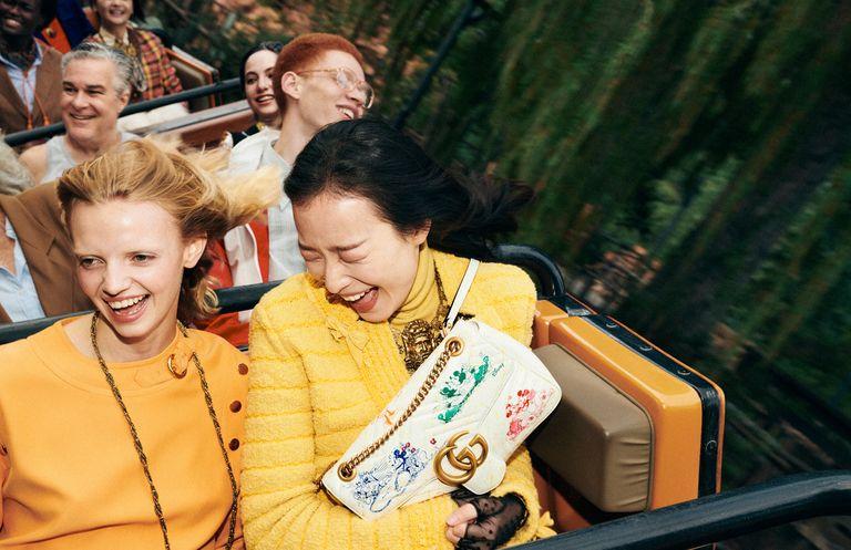 Những chiếc túi xách Gucci in hình Mickey được bán với giá (khoảng)