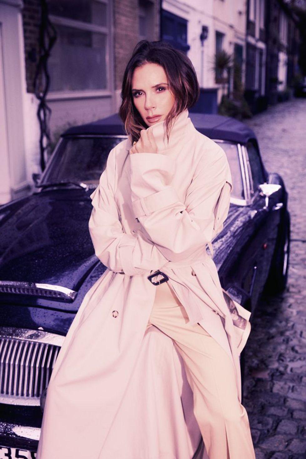 Hình ảnh mới nhất của Victoria trên tạp chí Harper's Bazaar. Cô diện trang phục do chính mình thiết kế.