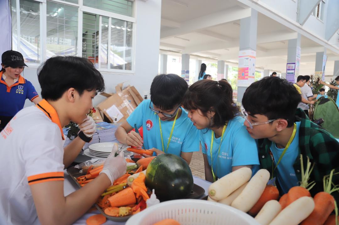 Học sinh trường THPT Gia Định tham gia các hoạt động tại hội trại truyền thống