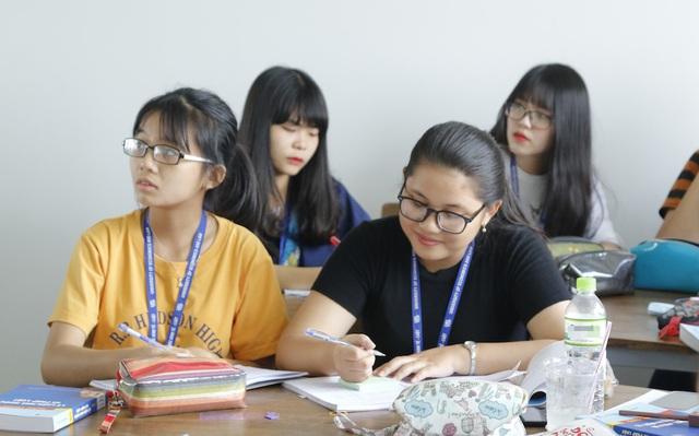 Sinh viên trường ĐH Kinh tế Luật
