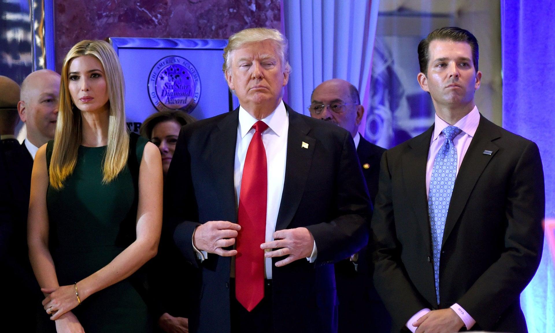 Tổng thống Donald Trump cùng Ivanka Trump (trái) và Donald Trump Jr tại New York. Ảnh chụp tháng 11/2017 - Ảnh: AFP/Getty Images