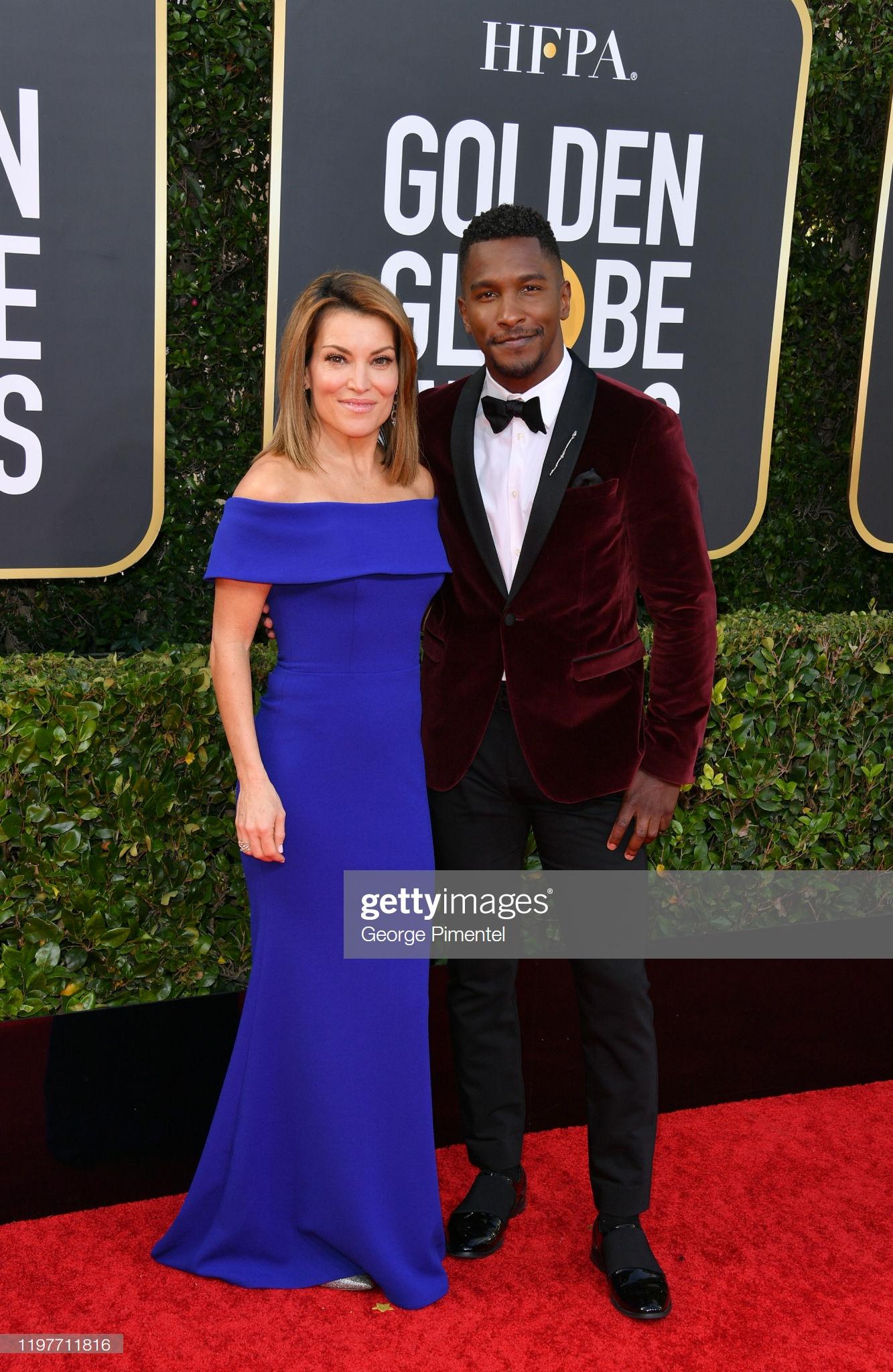 Kit Hoover và Scott Evans sóng đôi trên thảm đỏ. Nếu Kit Hoover trọn bộ cánh àu xanh cổ điển bắt trend 2020 thì nam diễn viên Scott Evans lịch lãm trong trang phục vest.
