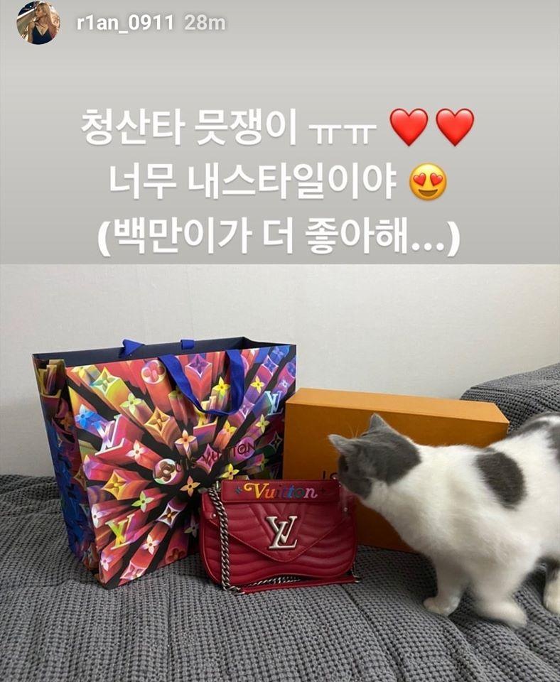 Món quà đắt tiền mà Chungha dành tặng dancer.