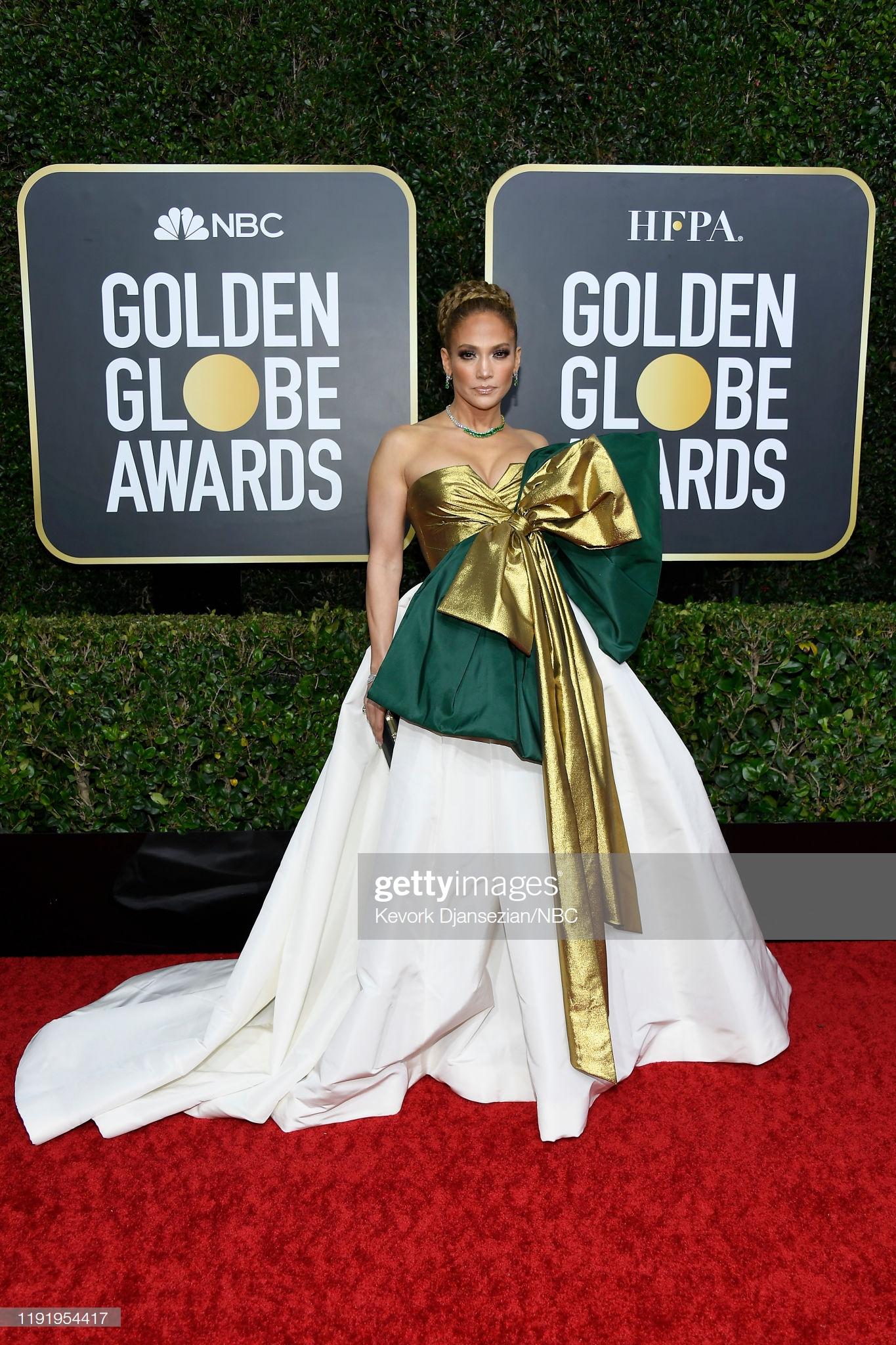 Jennifer Lopez khoe vòng 1 đầy đặn cùng thần thái sắc lạnh trên thảm đỏ. Năm nay, cô xuất sắc góp mặt trong danh sách tranh giải Nữ diễn viên phụ xuất sắc nhất cho tác phẩm Hustlers.