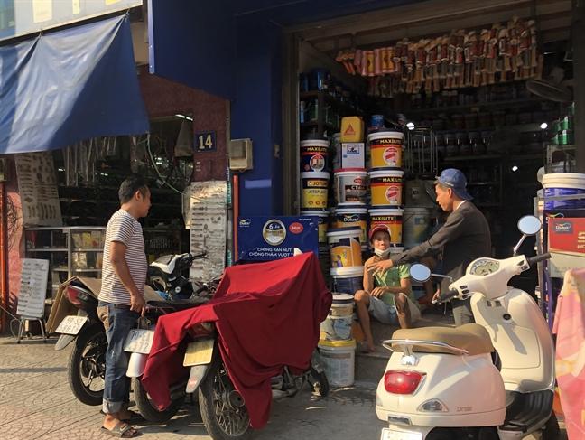 Theo chủ cửa hàng bán sơn, gần tết là dịp kinh doanh được nhất của cửa hàng