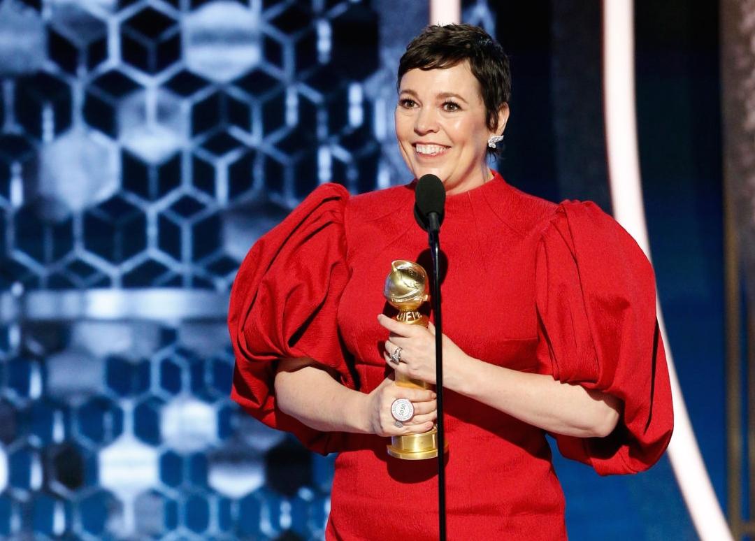 Olivia Colman và chiếc cúp dành cho Nữ diễn viên chính xuất sắc thể loại phim