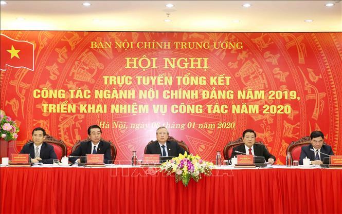 Thường trực ban Bí thư Trần Quốc Vượng và các đồng chí chủ trì hội nghị. Ảnh: Phương Hoa/TTXVN