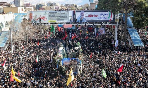 Hàng trăm ngàn người tập trung tại tang lễ ở quê nhà Kerman của tướng Soleimani hôm 7/1.