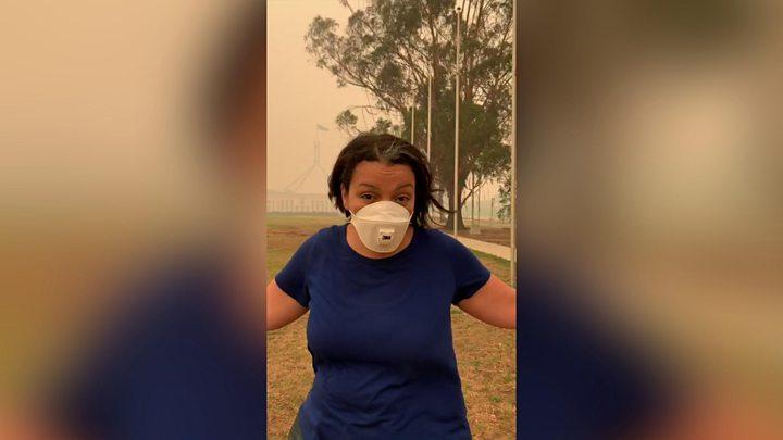 Thủ đô Canberra của Úc chìm trong khói cháy rừng - Ảnh: BBC
