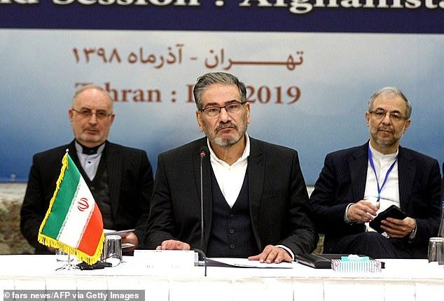 Ali Shamkhani, thư ký Hội đồng An ninh Quốc gia Tối cao Iran (giữa), cho biết quốc gia đang xem xét 13