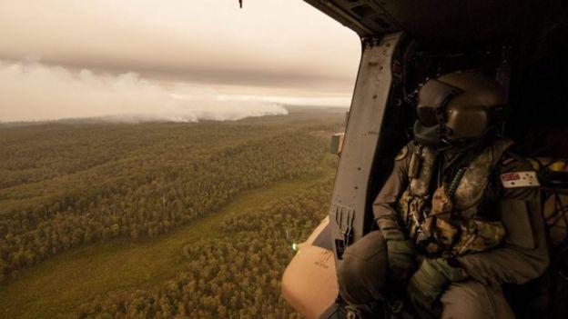 Lực lượng quốc phòng Úc được triển khai để hỗ trợ nỗ lực chữa cháy - Ảnh: Reuters