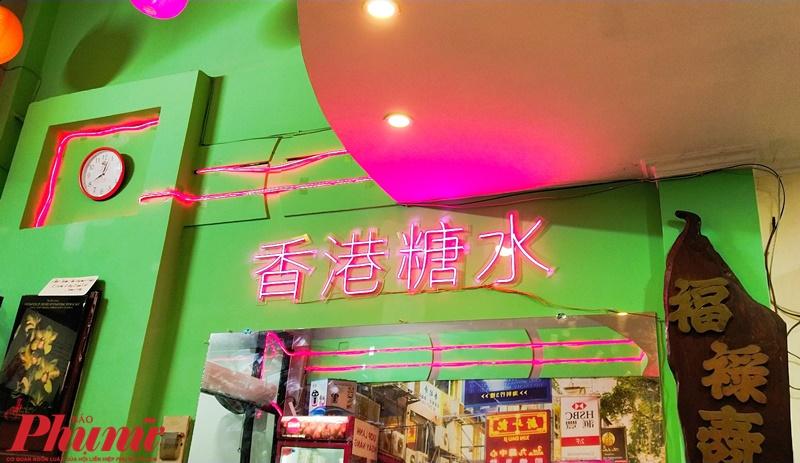 Ấn tượng ban đầu là quán được decor theo kiểu chất HongKong xưa nên mình thấy thích thú vãi chưởng vì mình rất mê những gì liên quan đến chúng.