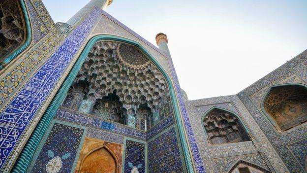 Quảng trường Naqsh-e Jahan ở thành phố Isfahan, được xây dựng vào đầu thế kỷ 17 và là một trong những quảng trường thành phố lớn nhất thế giới.