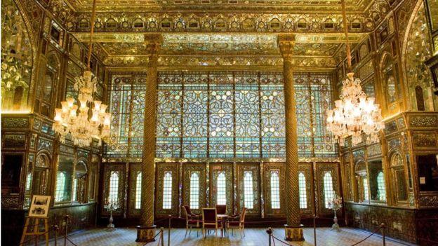 Cung điện Golestan ở Tehran, nơi cư trú và ngai vàng của vương triều Qajar, cai trị Iran từ năm 1785 đến 1925.