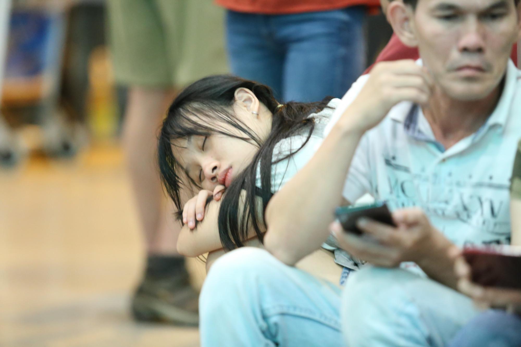 Gục ngủ lúc nào không hay biết
