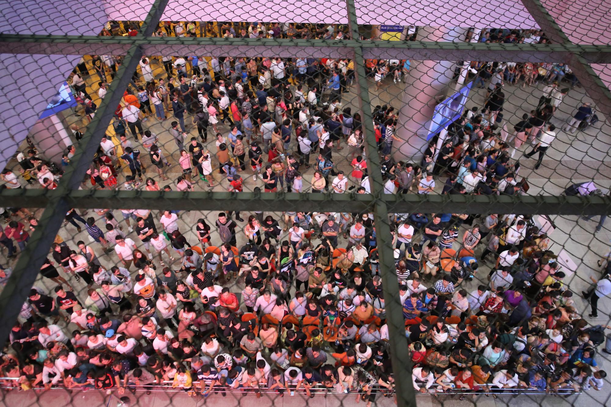 Đến hẹn lại lên, những ngày cận Tết thì nhà ga quốc tế Tân Sơn Nhất nhộn nhịp cảnh người dân đến đón Việt Kiều