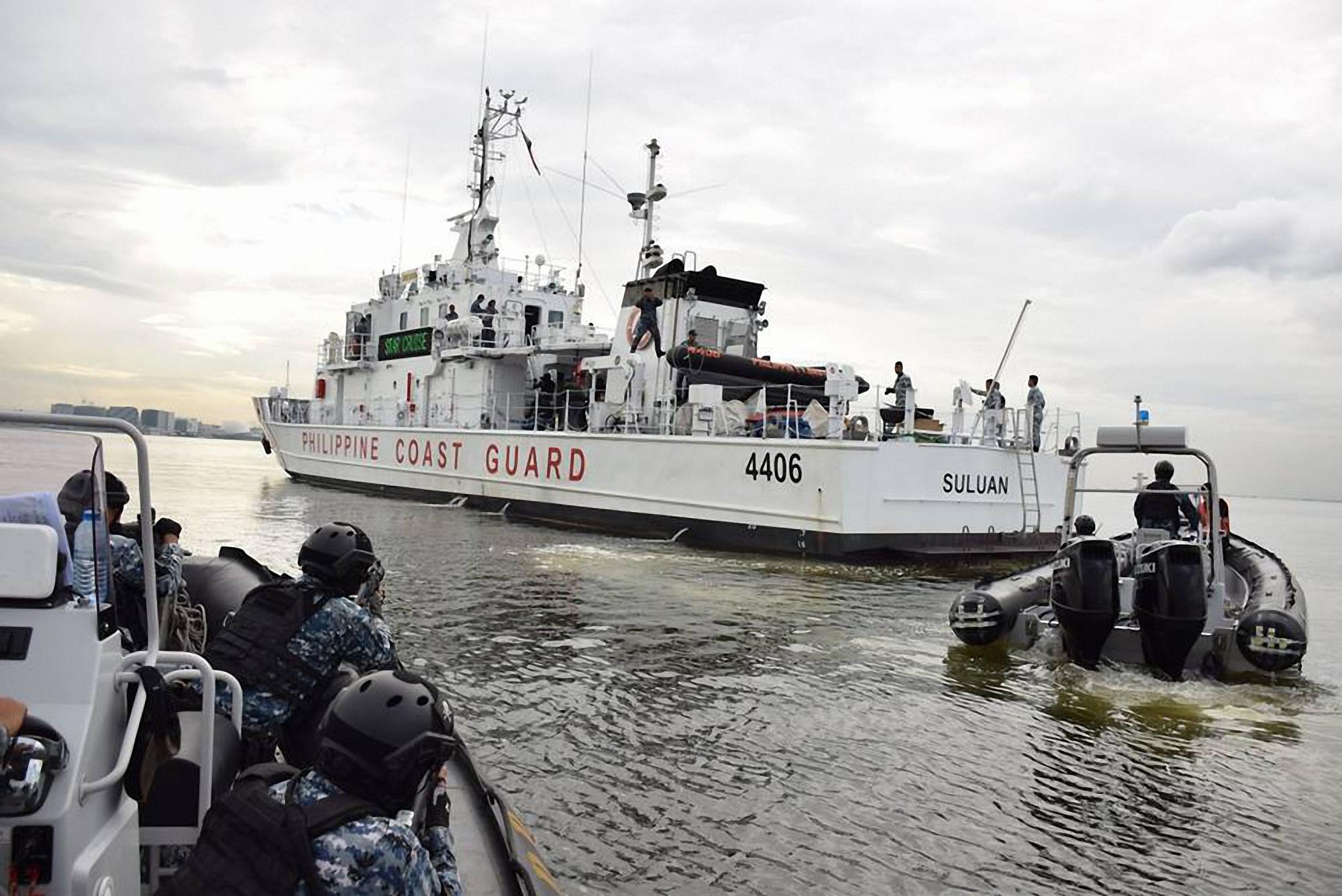 """Những con tàu trắng của Lực lượng Bảo vệ bờ biển Philippines dường như trở thành át chủ bài để Tổng thống Duterte thực hiện chiến lược """"hữu hảo đa phương"""" của mình tại Biển Đông Ảnh: PCG"""