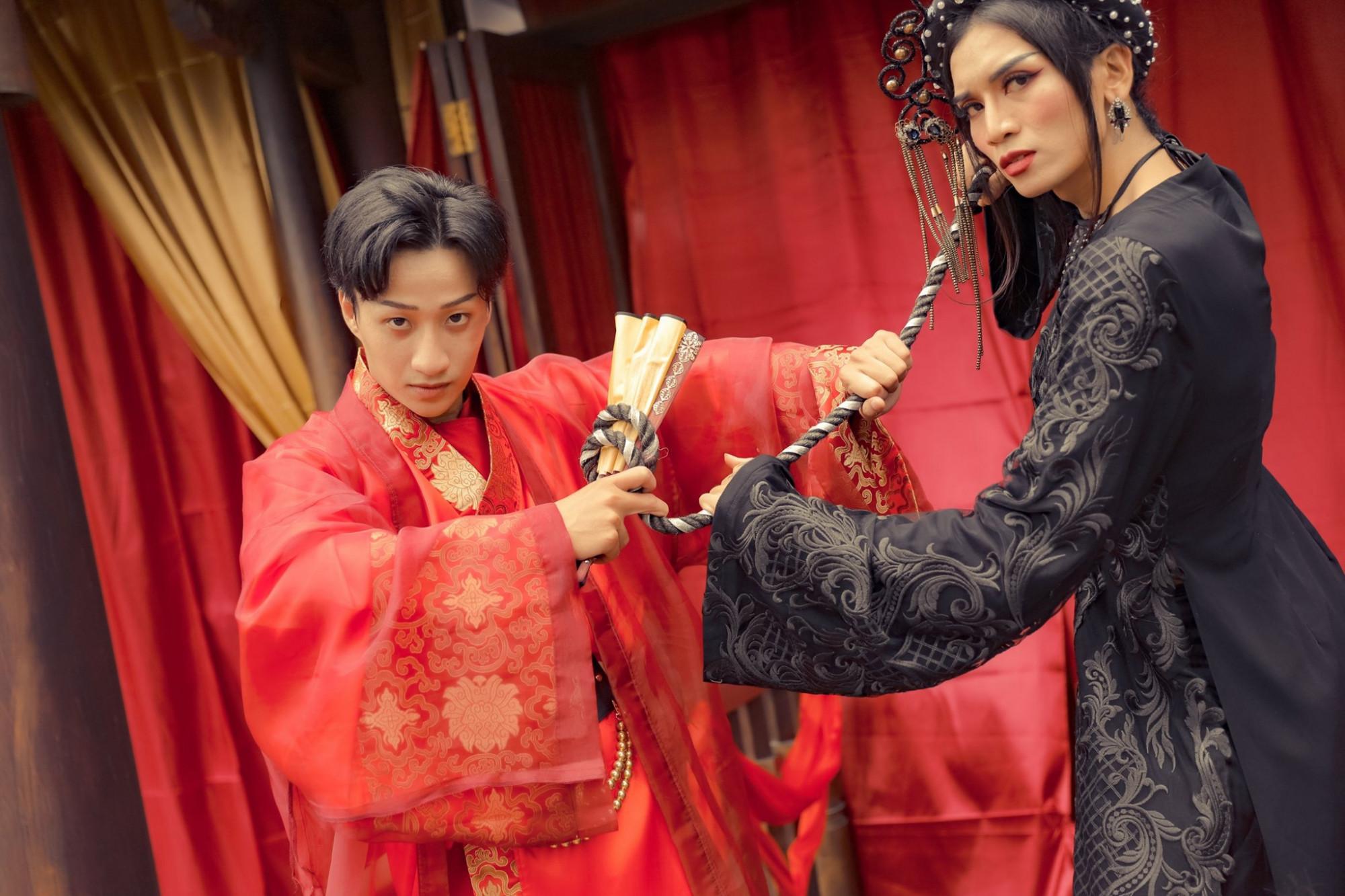 Adam Lâm và BB Trần hoá thân thành hai nhân vật mang màu sắc cổ trang trong phim chiếu mạng mới.