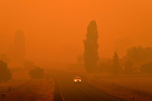 Cháy rừng khiến ngành thời trang Úc lao đao.