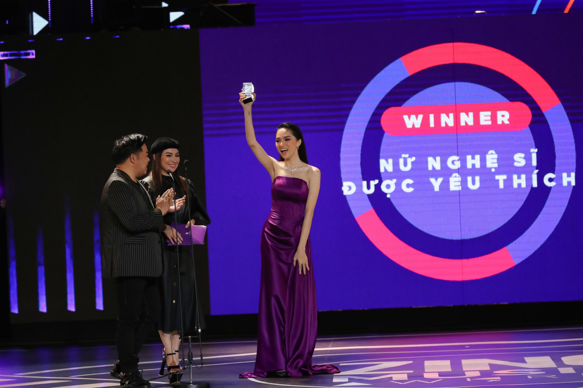 Ca sĩ Hương Giang nhận 2 giải thưởng