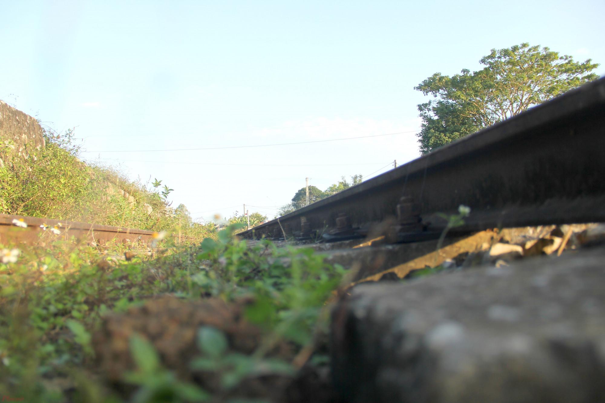 Nhiều đoạn bị rỉ sét sau cả chục năm bỏ hoang