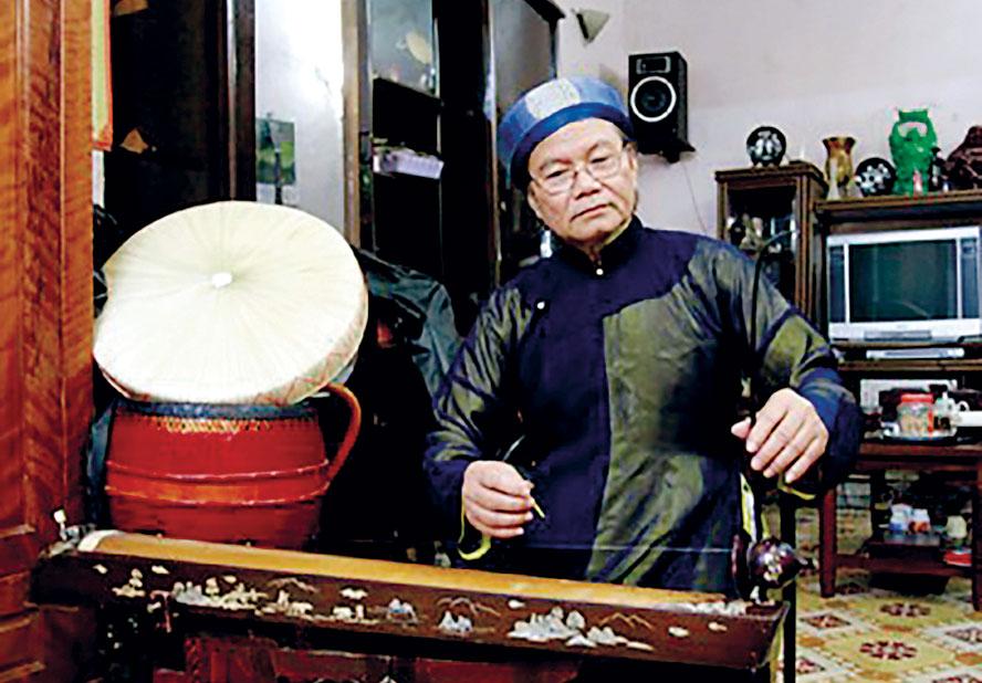 NSƯT - nhạc sĩ Xuân Ba nổi danh với khả năng chơi đàn bầu và đàn tranh