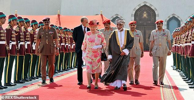 Nữ hoàng Anh Elizabeth gặp gỡ Quốc vương Qaboos năm 2010.