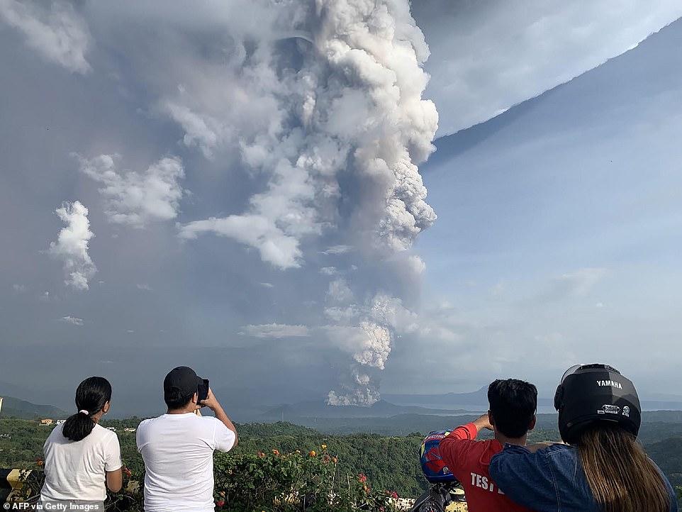 Núi lửa Taal bắt đầu có dấu hiệu hoạt động trở lại từ năm 2019.