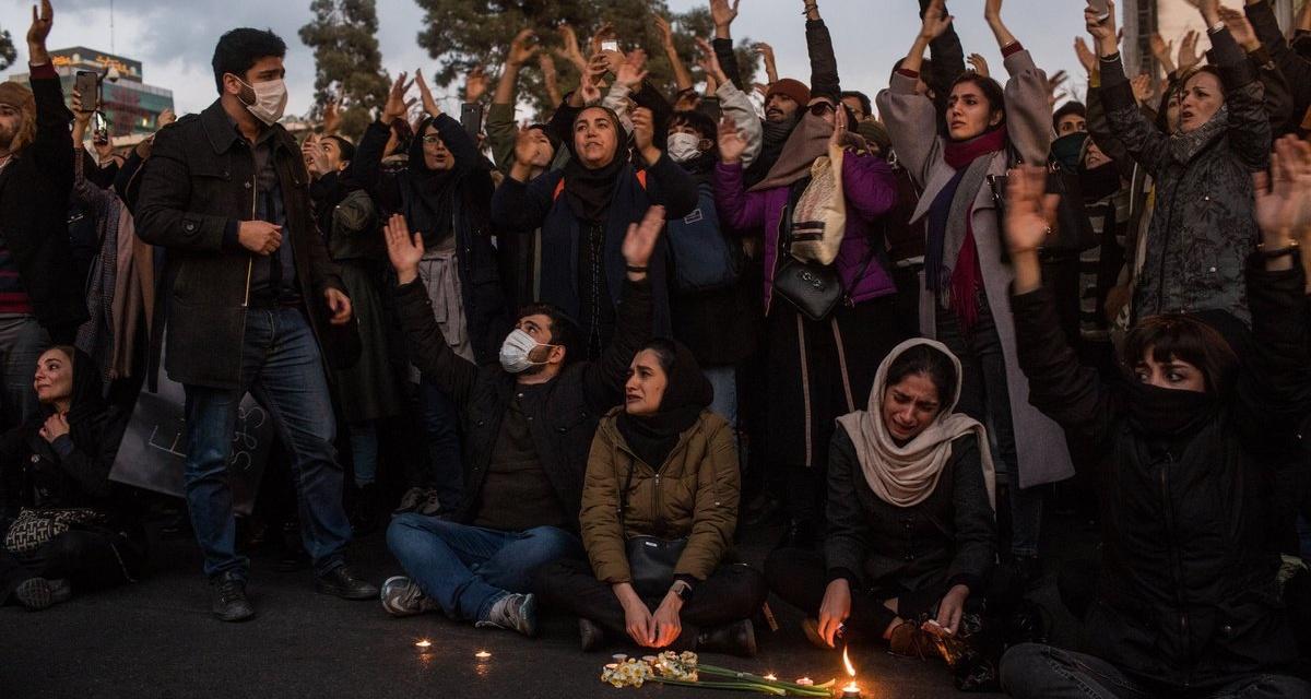 Người dân Iran tổ chức các buỗi lễ cầu nguyện cho 176 nạn nhân của chiếc máy bay xấu số và bày tỏ sự bất bình trước hành động của nhà cầm quyền.