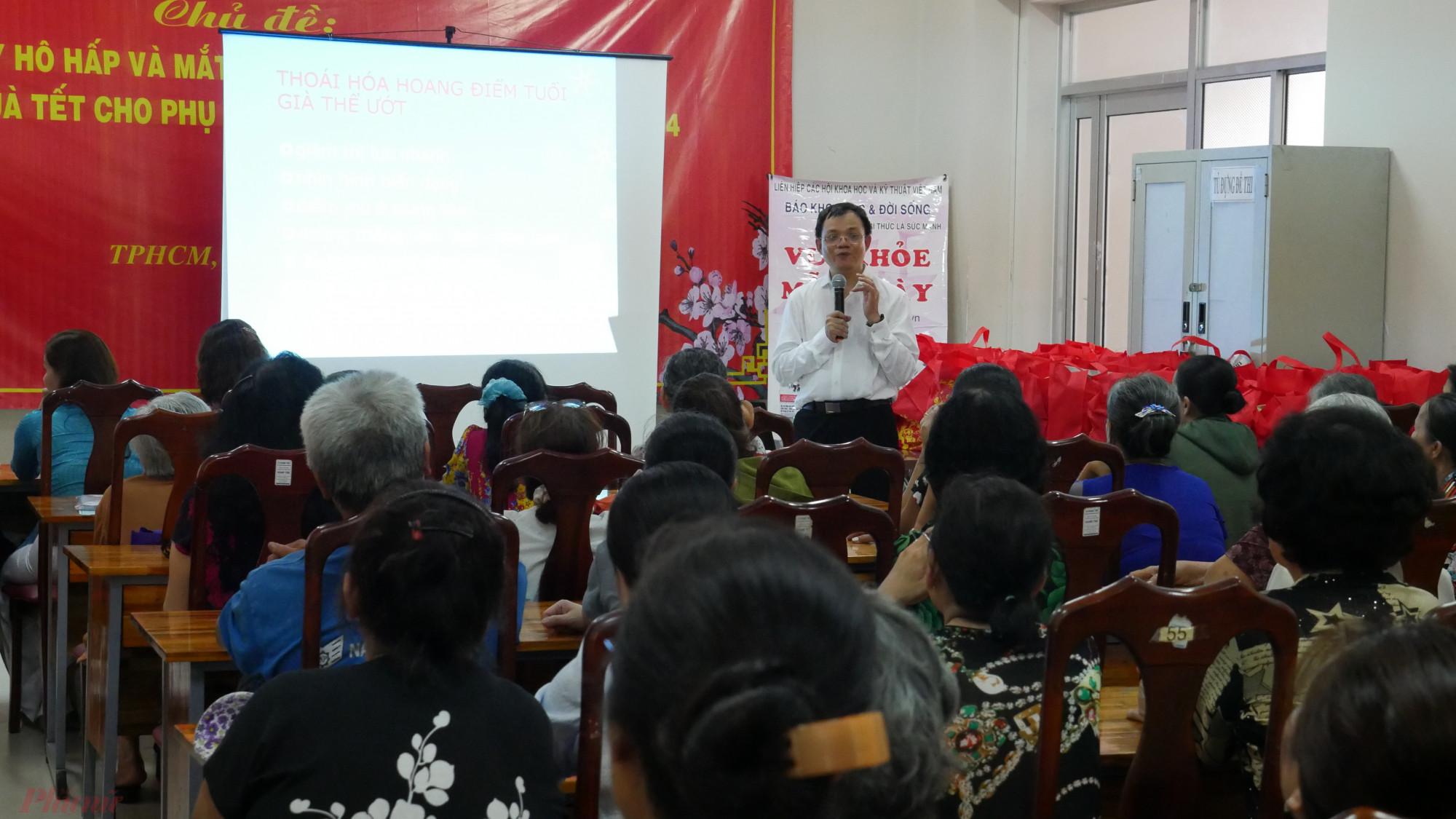 Hội LHPN quận 4 phối hợp tổ chức chương trình tư vấn sức khỏe ngày xuân cho phụ nữ và người dân.