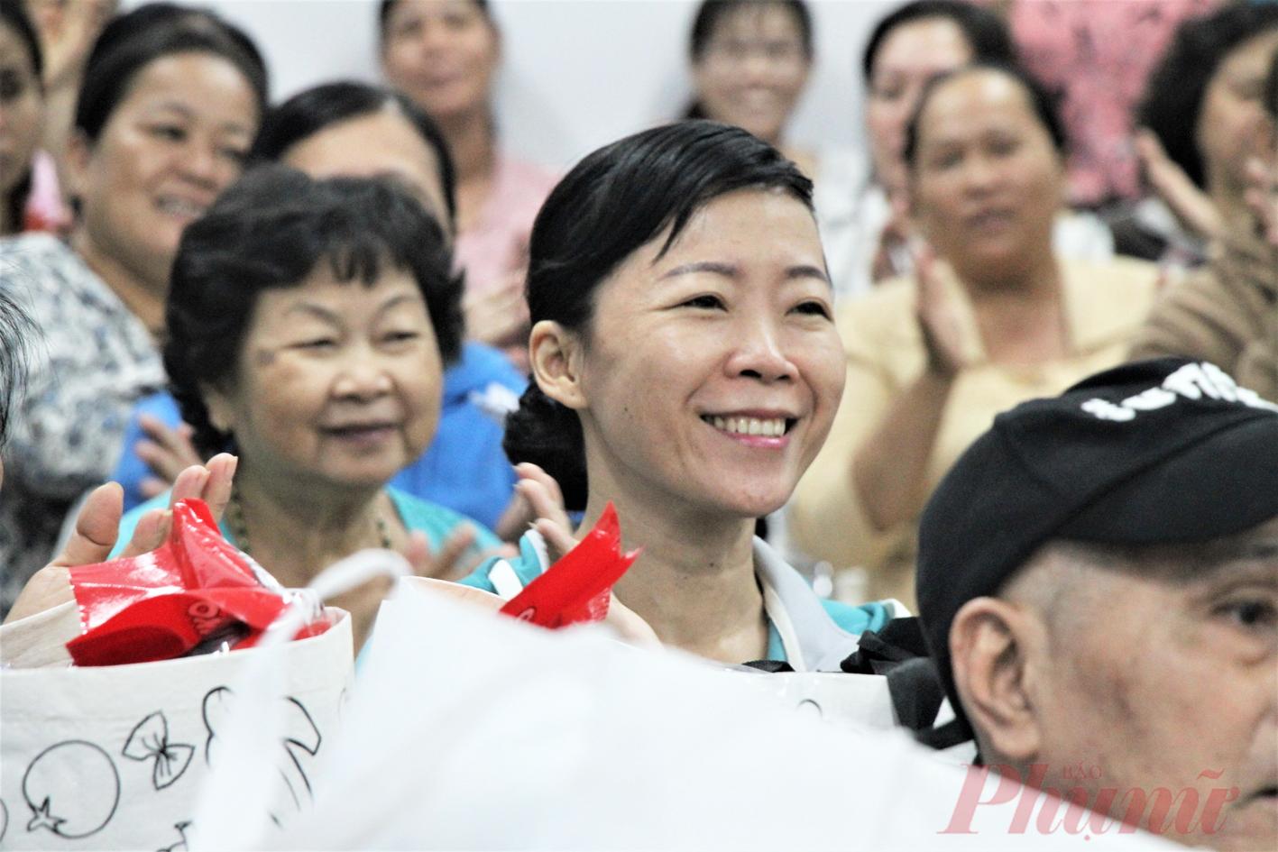 Nụ cười rạng rỡ của chị Vũ Thị Kim Thủy, ở P.10, Q.8