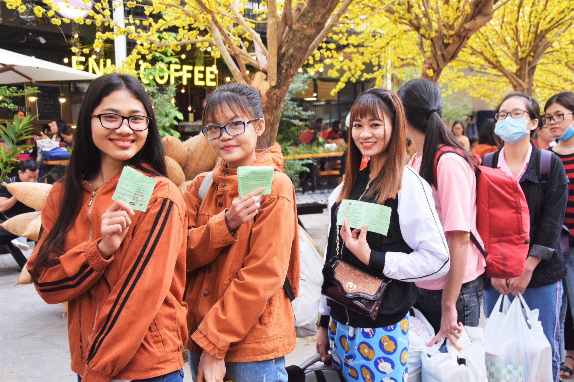 Sinh viên tỉnh Ninh Thuận phấn khởi khi được hỗ trợ về quê đón Tết cùng gia đình