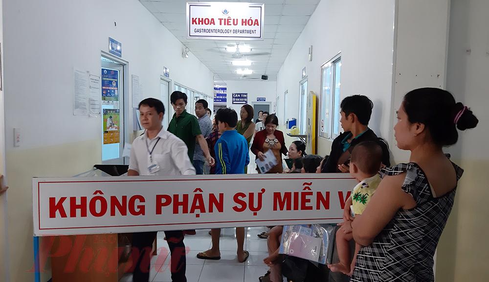 Hiện vẫn còn 6 học sinh đang điều trị tại khoa Tiêu hóa và khoa Hồi sức Tích cực chống độc của Bệnh viện Nhi Đồng 1