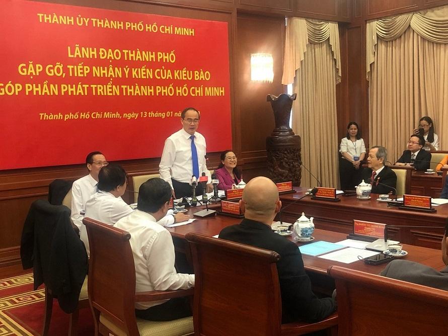 Bí thư Nguyễn Thiện Nhân phát biểu tại buổi gặp gỡ kiều bào
