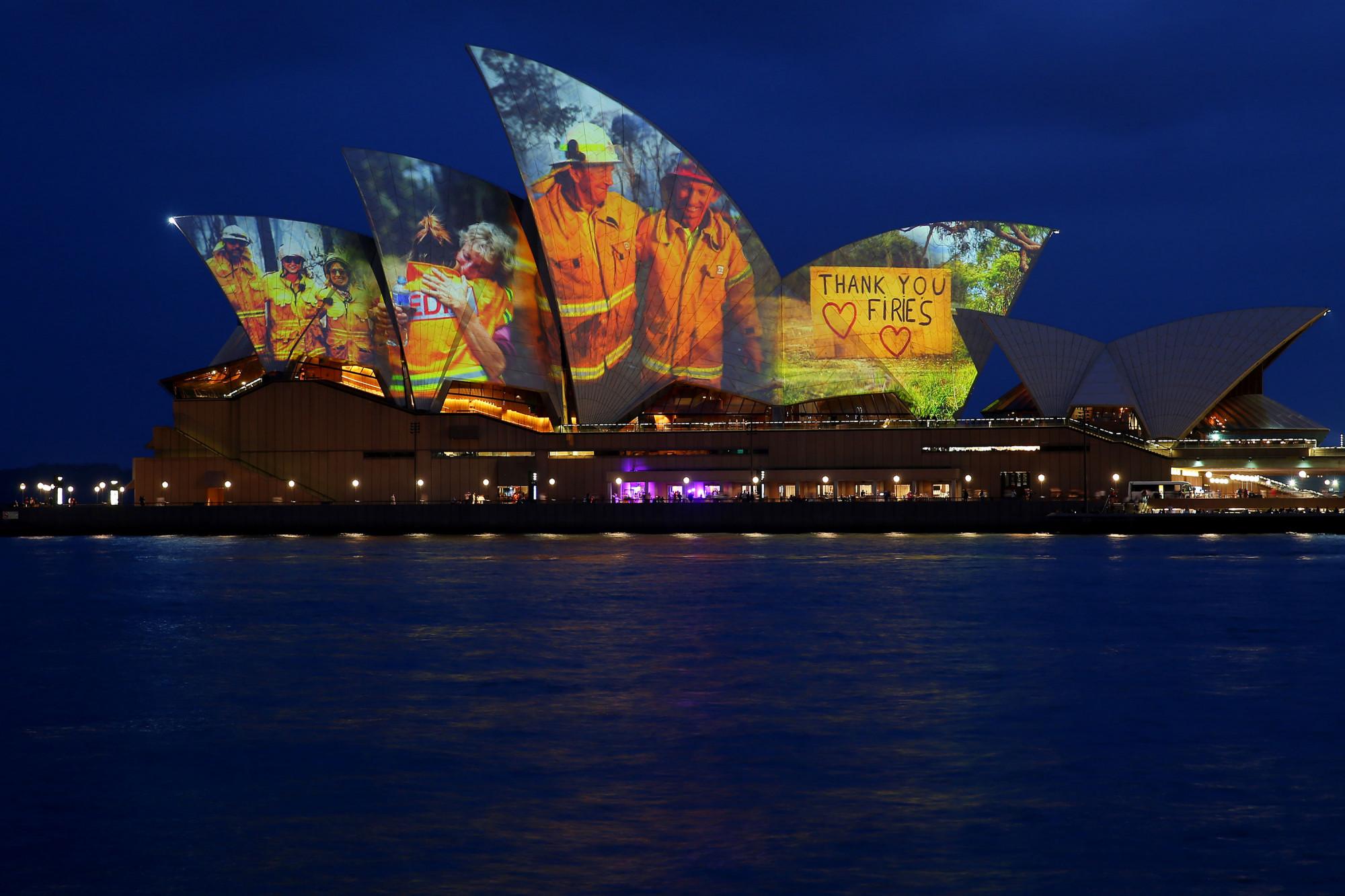 Nhà hát Opera Sydney trình chiếu hình ảnh của những người lính cứu hỏa, lực lượng