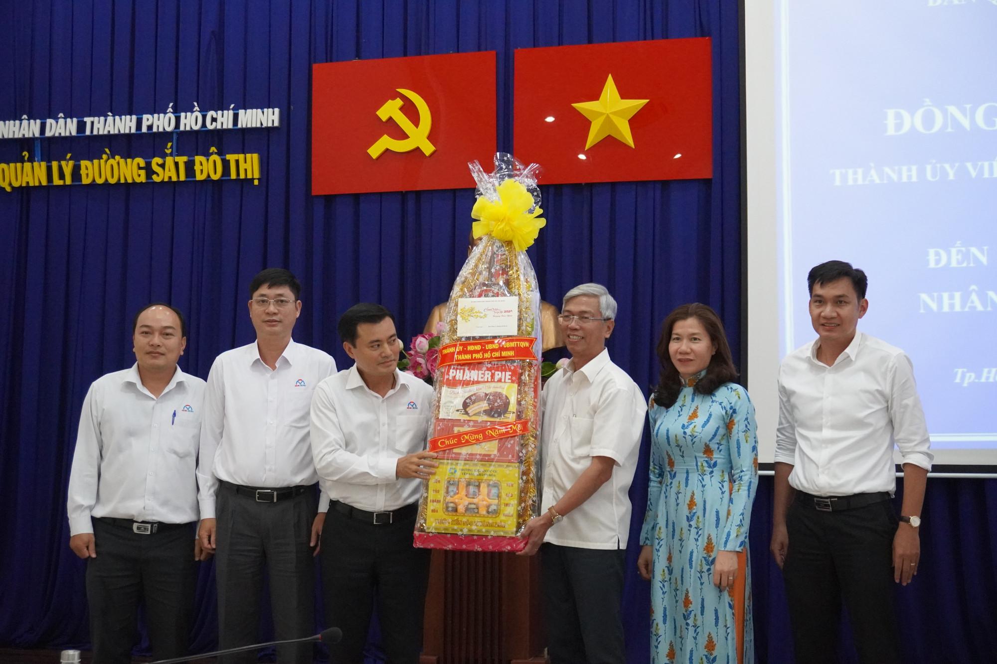 Trước đó, cũng trong chiều 13/1, Phó chủ tịch UBND TPHCM Võ Văn Hoan đã làm việc tại Ban Quản lý Đường sắt đô thị TPHCM