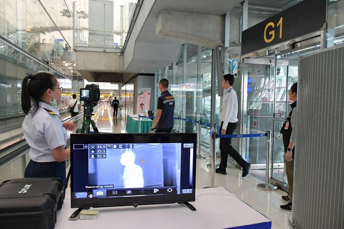 Thái Lan tăng cường kiểm tra hành khách trên các chuyến bay từ Trung Quốc để phòng ngừa dịch viêm phổi lây lan.