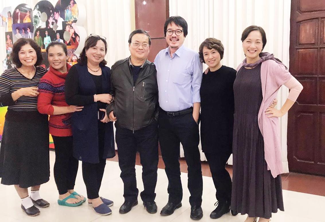 Trương Nhuận và các đồng nghiệp Nhà hát Tuổi Trẻ - Ảnh: Facebook nhân vật