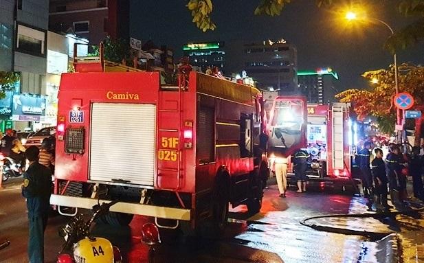 Lực lượng PCCC có mặt để khống chế đám cháy