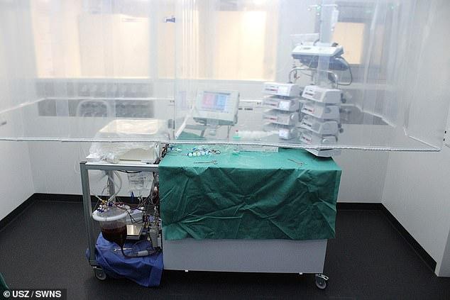 Chiếc máy bảo tồn và hỗ trợ hồi phục gan là công trình 4 năm của nhóm các nhà khoa học, bác sĩ và kỹ sư tại Thụy Sĩ.